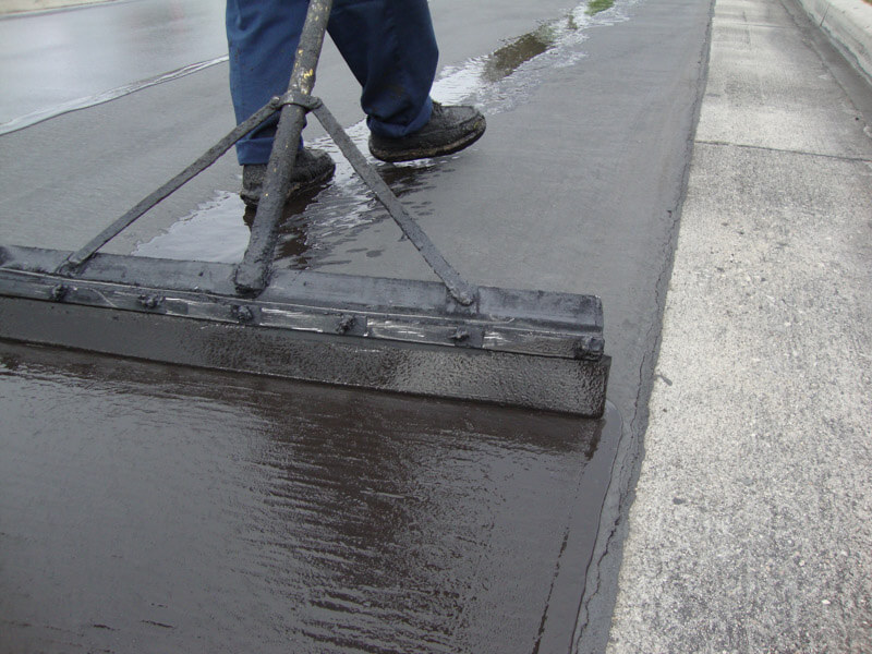 services-parking-lot-maintenance-asphalt-seal-coating-04